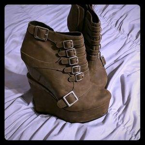 Medium brown highly platform zip-up buckle boots